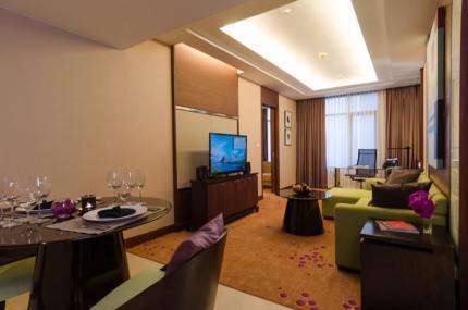 隆披尼艾塔斯酒店