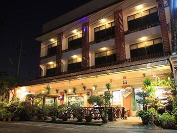 โรงแรม บ้านอ่าวทอง
