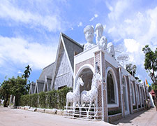 I Am Chiangrai White Brick Villa