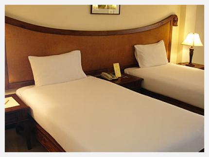โรงแรมโนราเลควิว