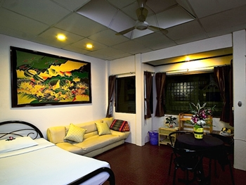 Karon Cafe Inn