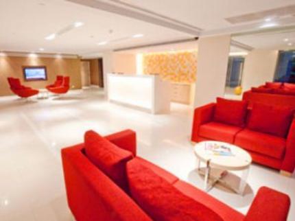 โรงแรม รามาด้า โฮเทล แอนด์ สวีท