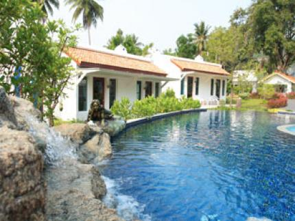 Baan Montra Beach Resort