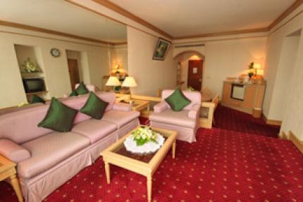 Louis' Tavern Transit Hotel