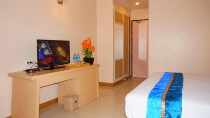 โรงแรม เจทูเอส ประตูน้ำ