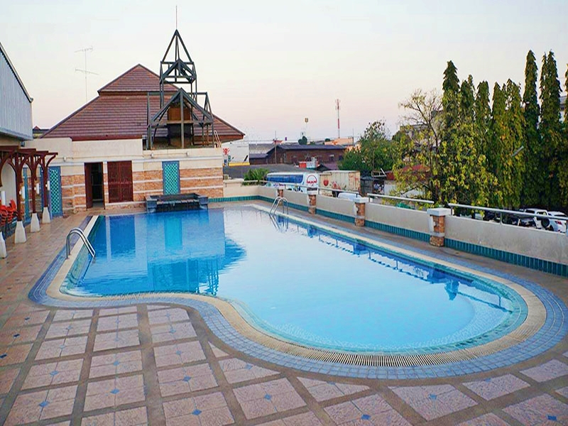 데바라즈 호텔