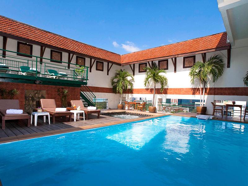 피나클 룸피니 호텔