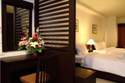 โรงแรม เดอะ ไวท์ เพร์ล