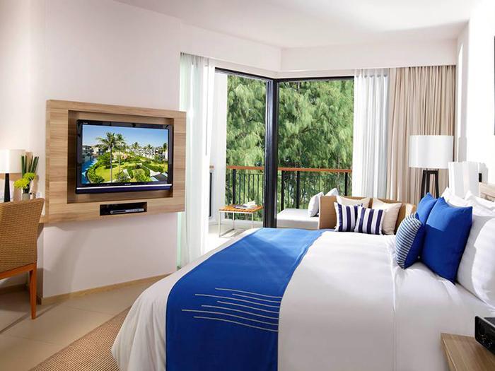 Holiday Inn Maikhao Beach