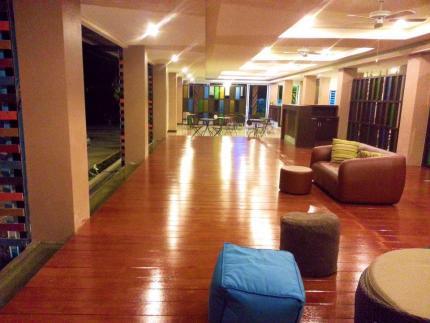 叻禄斯酒店