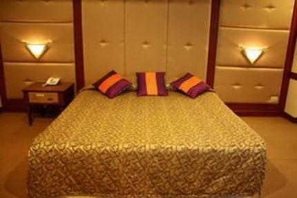โรงแรม แกรนด์ รอยัล พลาซ่า