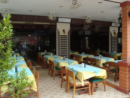 Outdoor Inn and Restaurant Kata Beach