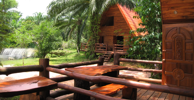 Kaeng Pheka Resort