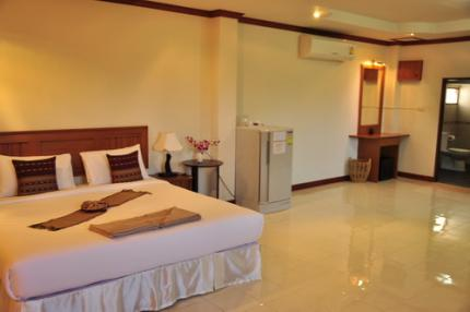 Baan Chayna Lounge Resort