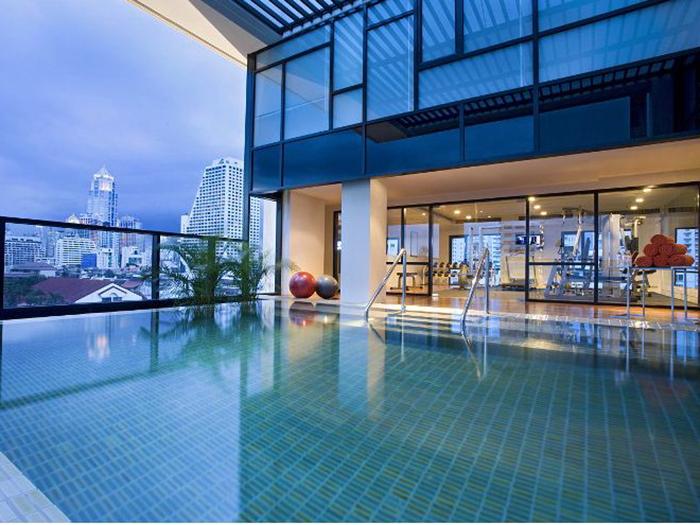 曼谷素坤逸西塔迪内斯8酒店