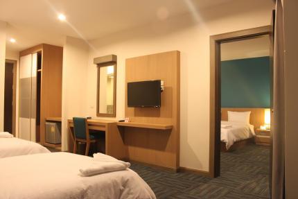 S Tara Grand Hotel