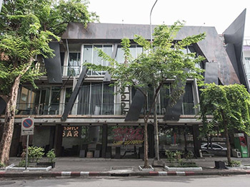 Thrive The Hostel Patpong By The Belle