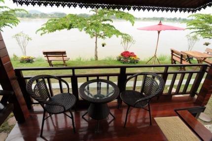 Riverside Chiangkhan