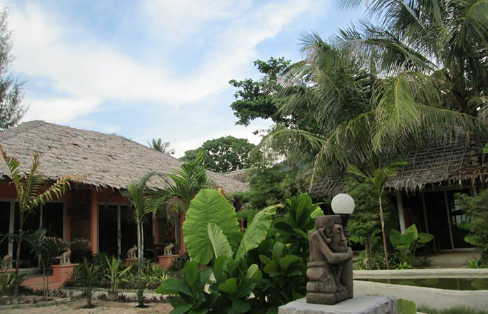Cha-Ba Bungalows & Art Gallery