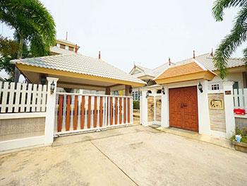บ้าน ทิพวรรณ พูล วิลล่า