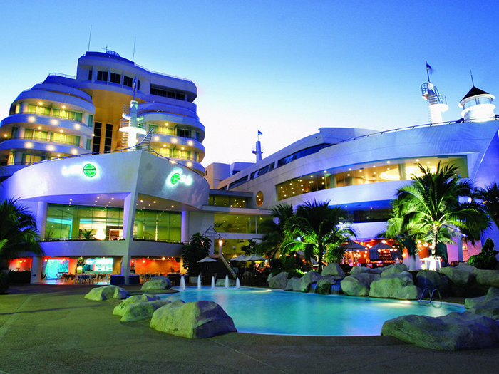 A One The Royal Cruise Hotel