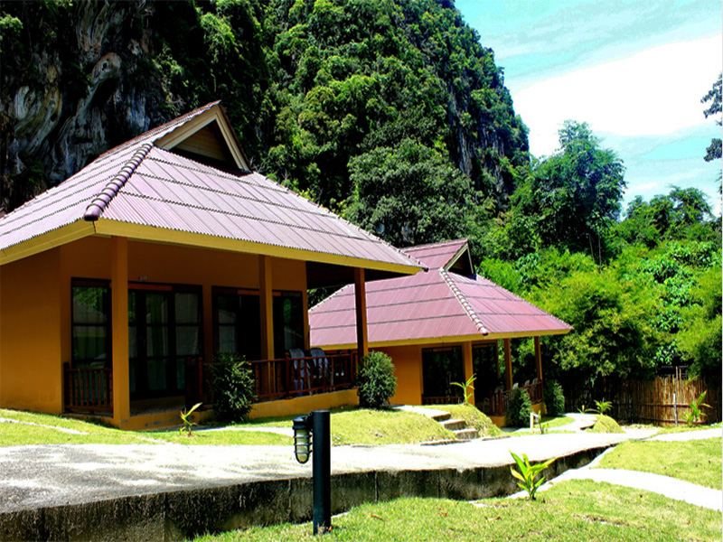 Hotels Nearby Tonsai Bay Resort