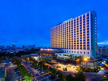 Chaophya Park Hotel