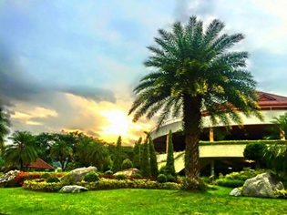 Sir James Resort