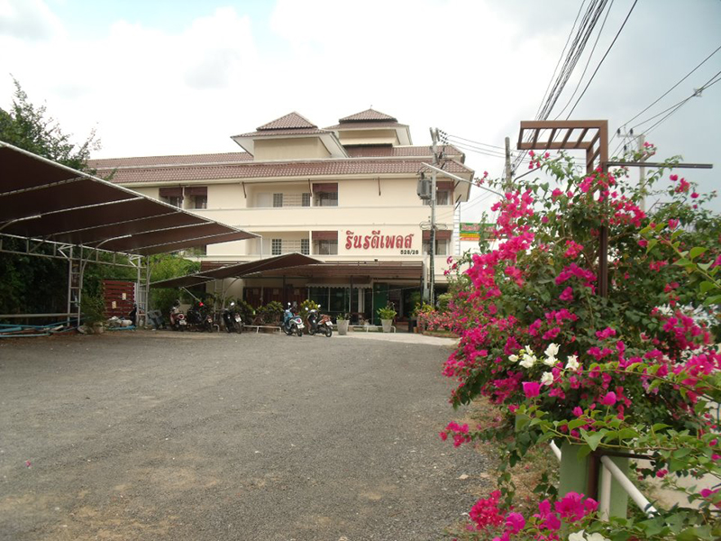 Hotels Nearby Rinradee Place