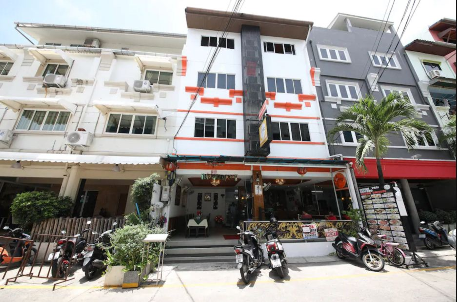 Hotels Nearby OYO 126 Patong Station House