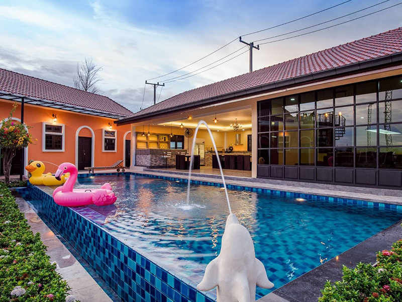 Freestyle Pool Villa